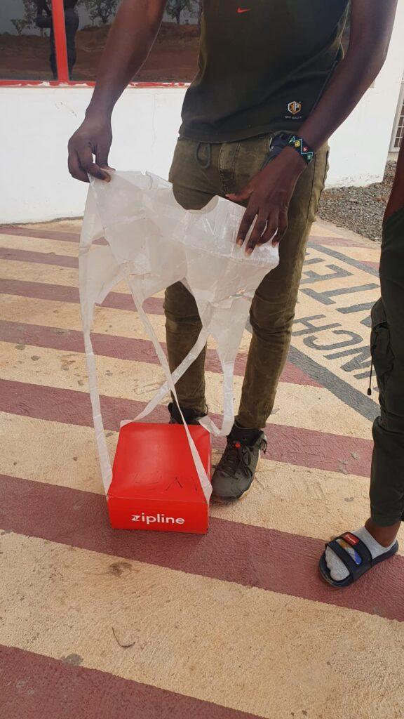 Zipline Paket mit Fallschirm